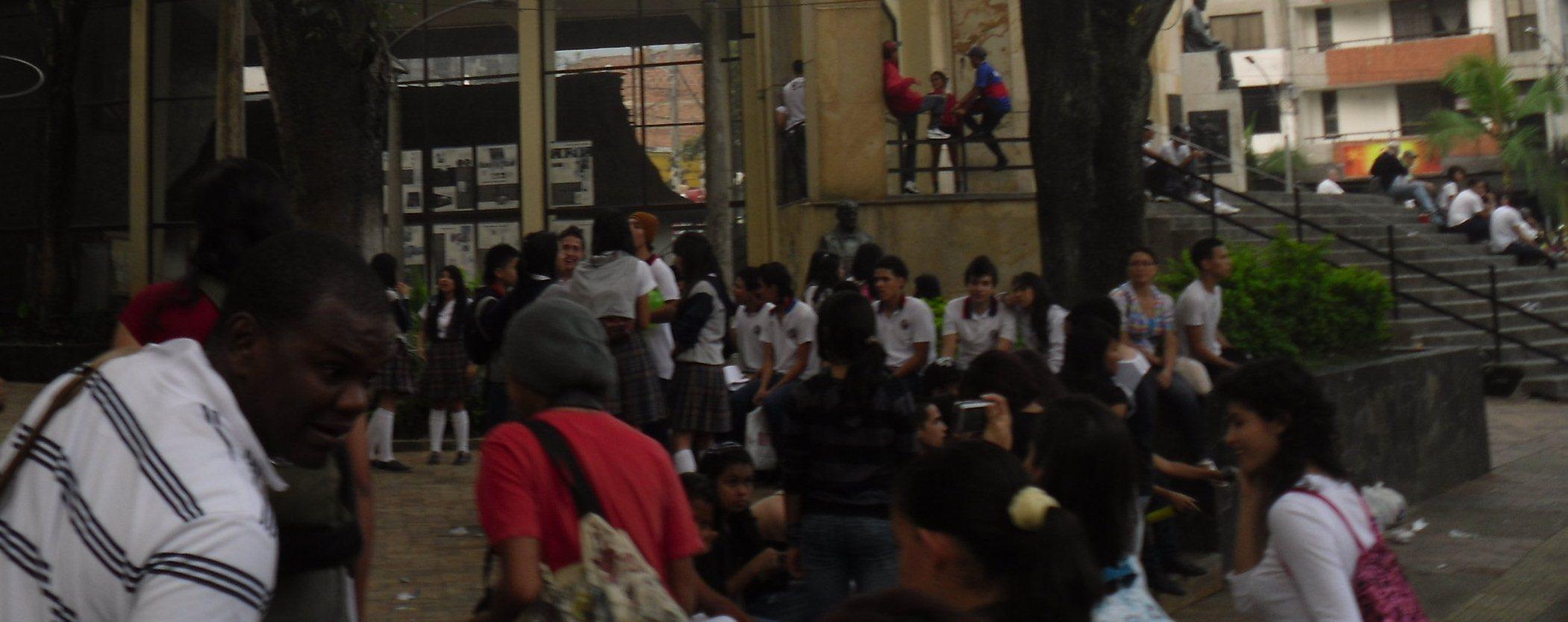 Fotografías Plazoleta en la Escuela de Artes y Oficios de Antioquia